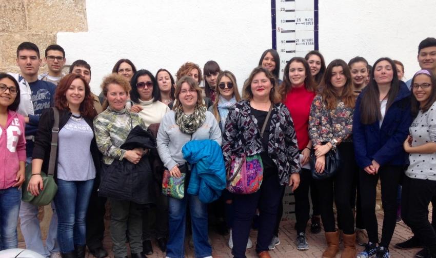 Comunidad General de Regantes de la Derecha del Ebro : NOTICIAS : Los alumnos del CFGS GIAT visitan el Azud de Xerta
